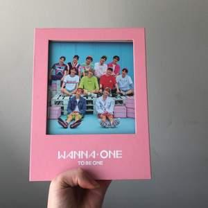 Helt nytt wanna one album! Kommer med fotocards av yoon jisung och ong seong woo, CD, foto album och allting är kvar och i nyskick! 420kr inkluderad frakt💕