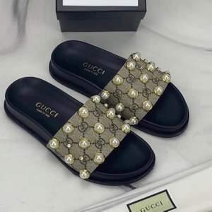 Gucci tofflor ingår box påse kvittot säljer ändats bra kvalitet finns för betällning pris —> 899kr