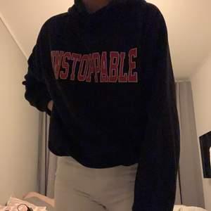 Svart snygg hoodie från gina! Frakt tillkommer💕 passar xs/s