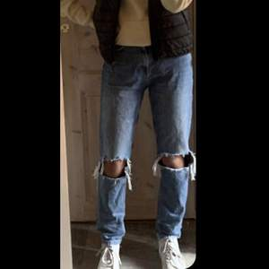 Jeans som är köpta på Plick, jätte bra skick! Säljer då de inte kommer till användning💞Storlek 36 150+frakt pris kan diskuteras