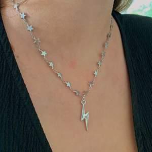 Trendigt halsband med blixt för 75kr ⚡️💫 Frakten är inkluderad och halsbandet passar till allt!