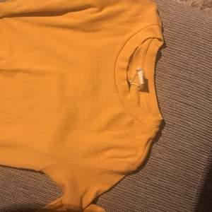 Snygga monki t-shirts i en höstlig gul orange färg! Pris går att diskutera! ❤️🔥❣️❣️💜 40 kr styck eller båda för 60!! Exl frakt💓 kan mötas upp