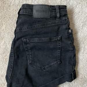 skitsnygga stretchiga shorts från Weekday! Storlek S, frakt tillkommer :)