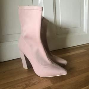Så snygga skor ifrån Nelly.com i stl.37 Användna en gång så i jätte fint skick!