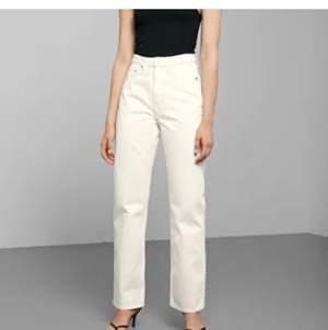 Snygga jeans från weekday som tyvärr inte kommer till användning längre! De är i storlek W27 L32🥰 köparen står för frakt!