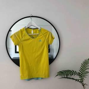 Oanvänd Adidas-tröja i gul 🌞