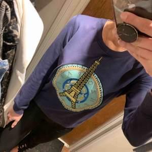 Kenzo sweatshirt. Sååå snygg & skön. Storlek saknas men uppskattas mellan S-M. Jag bjuder på frakten.