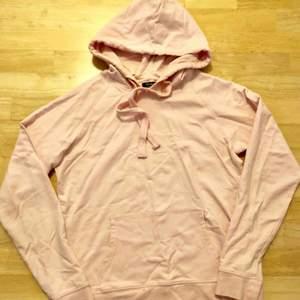Aldrig använd hoodie från JC. Ljusrosa! Köparen står för frakten!