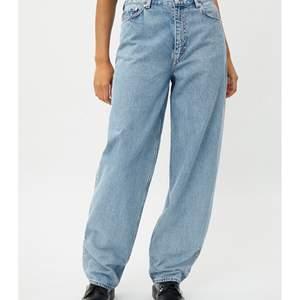 Säljer dessa as balla jeansen från weekday i storlekarna W30 & L30🤍🤎. Modellen RAIL pen blue, nypris: 600kr🤎