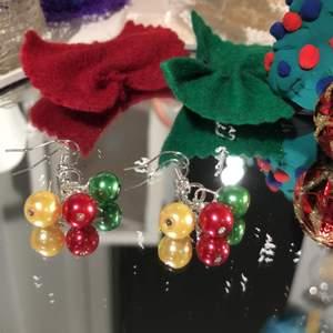 Fina julkuls örhängen av äkta silver. Fina att ha på julafton och när det är nära jul. 110kr! 10kr går till barncancerfonden!