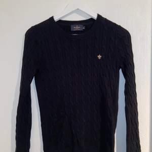 Härlig tröja från morris i storlek XS. Sparsamt använd och i bra skick. Färg:svart med guldigt märke