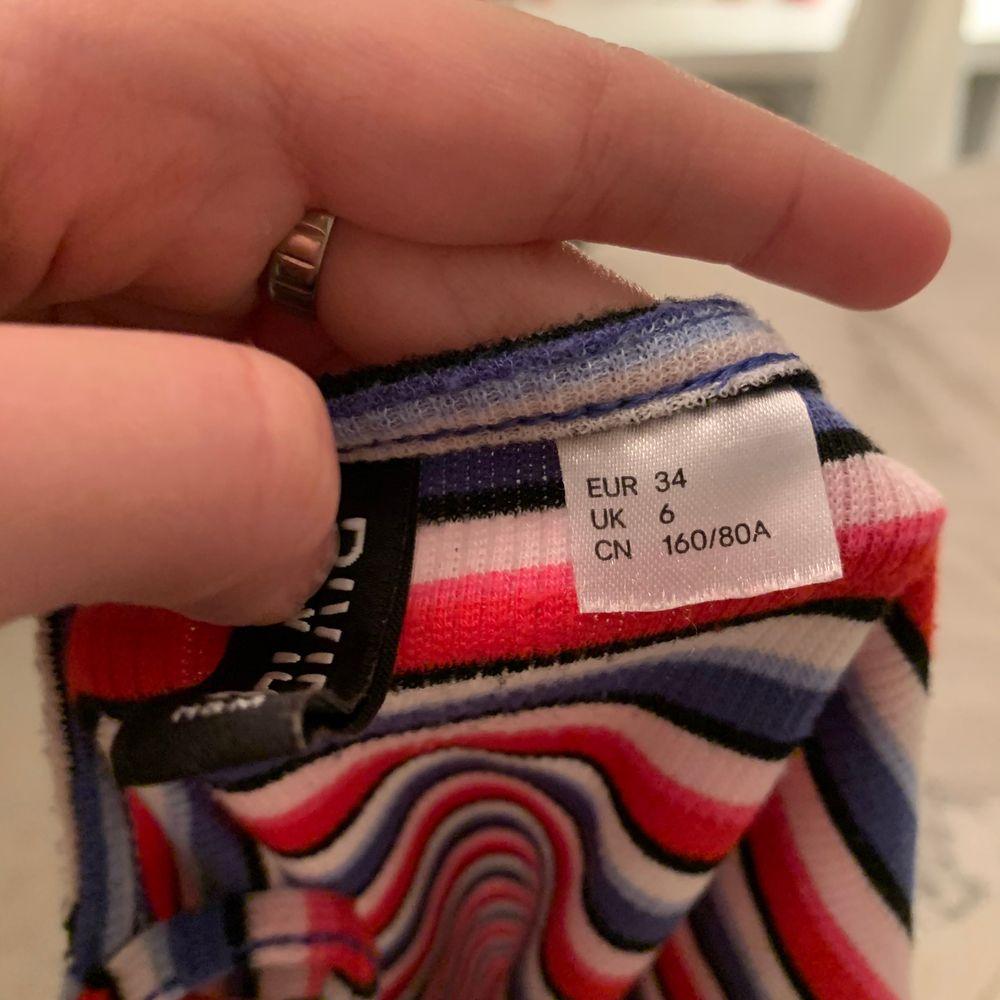 Super gullig tajt klänning från hm! Säljer för att det inte riktigt är min stil längre🥰. Klänningar.