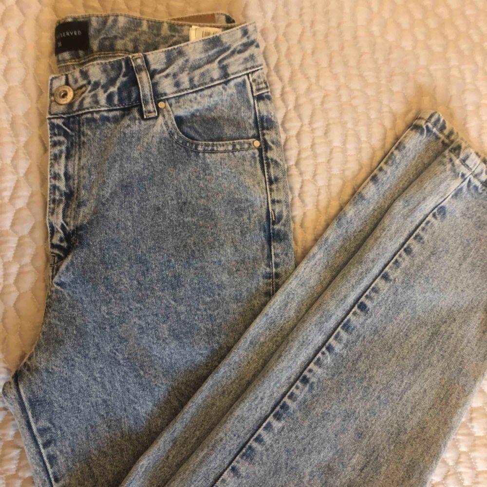 SVINSNYGGA  NYA baggy jeans från denim Reserved, köpta utomlands för motsvarande 499kr. Bra kvalite och formar superfint. Kan skicka bilder på. Hann tyvärr bli för småa innan jag hann använda dem... passar nog en 34/46  tillkommer frakt. . Jeans & Byxor.
