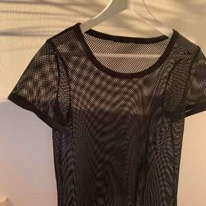 Möter upp i Uppsala annars står köparen för frakten💓🌸🧡Kan frakta flera plagg tsm så kolla in min profil för mer kläder :)