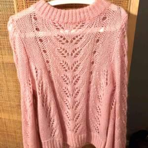 Ganni-inspirerad tröja från H&M bestående av vicryl, mohair och ull. Aldrig använd, endast provad! Pris inkl. frakt.
