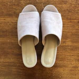 En gång använda rosa skor från Din Sko. Köpta för 299:-. Perfekta till sommaren! Köparen står för frakt.