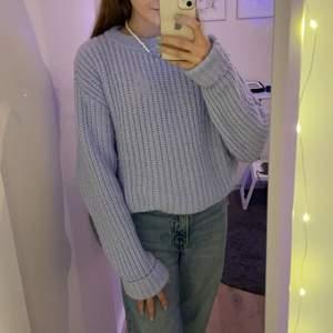 Superfin stickad lila tröja från NAKD säljer den för är inte så mycket för stickat men tycker själv att den faktiskt är riktigt snygg.😊