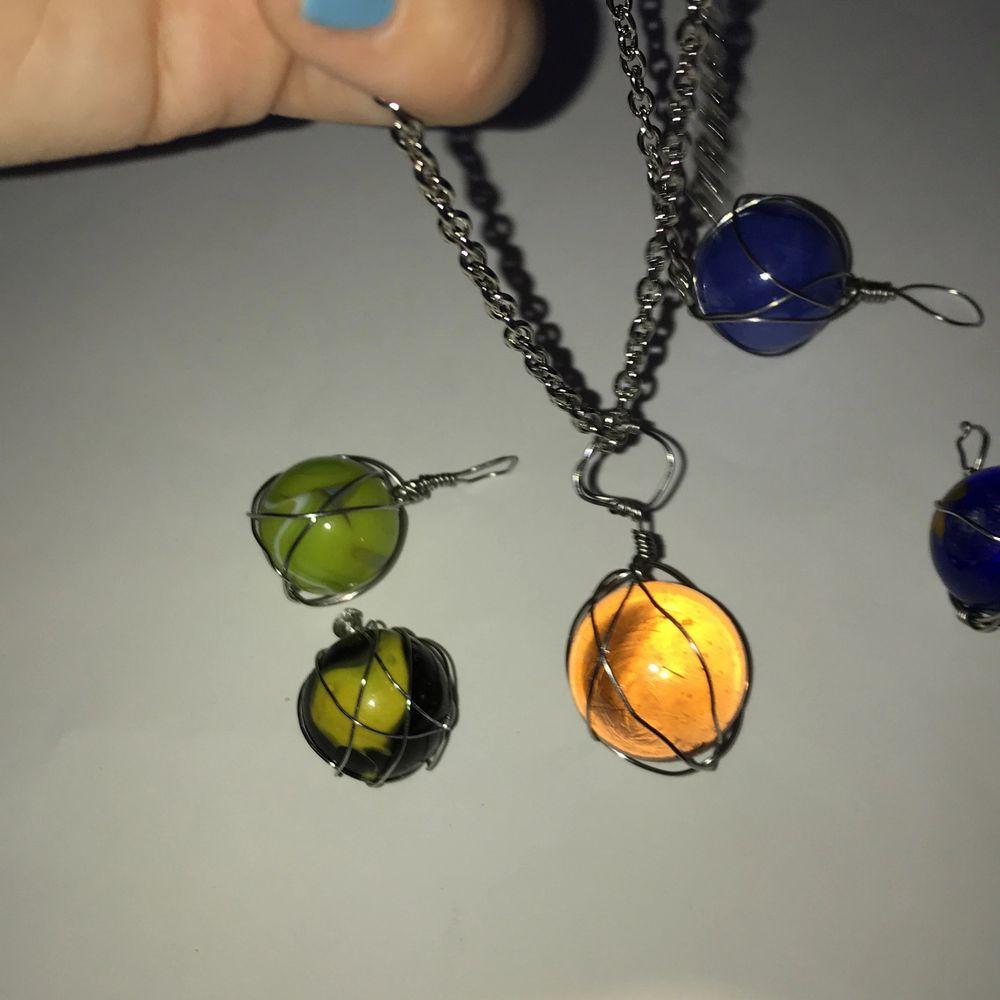Kuler som jag gjort till berlocker:) man kan välja längd på halsband själv om man vill. Accessoarer.