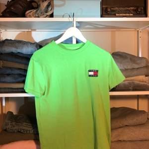 Här har vi en nion grön T-shirt i storlek m och jätte bra skick🐸