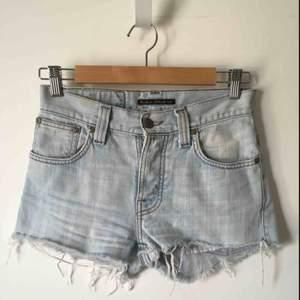Avklippta nudie jeans co Strl w27 motsvarar XS/S Sjukt snygga men tyvärr för små Skriv vid intresse 🥰