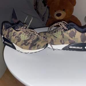 Nya skor i storlek 37 i camo både tjej & kille kan ha dessa skorna 🤗 jag köpte dom i en skoaffär i Spanien 🤗