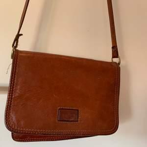 Säljer en riktig vintage väska från exklusivt märke som jag fått av min mamma 🌸 otrolig kvalite alltså