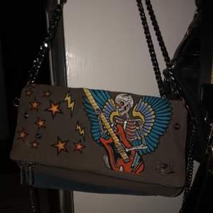 (INTRESSEKOLL) på min Zadig Voltaire väska! Köpt av annan, orginal pris 3699kr!Vill se om någon är intresserad då den var Limited edition, isåfall budgivning i kmt från 1500kr