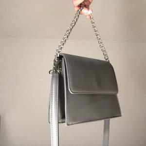 Säljer en helt ny väska som inte kommer till användning, alltså i nyskick! Buda!🖤