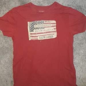 T-shirt jag använde för länge sedan. Fortfarande bra condition. Betala med swish, köpare står för frakt.