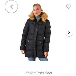 Köpte denna förra året för 1500. Jackan är från vinston polo club och pälsen är fake. Säljes då jag har en ny jacka! Kan skicka bilder i chatten på passformen