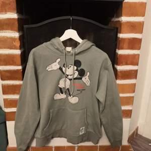 Retro hoodie med Mickey Mouse från H&M