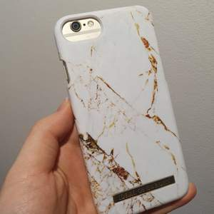 Säljer detta skal från iDeal of Sweden. Passar till iPhone 6/7/8/SE. Använt en del och ett litet slitage finns men absolut inget man tänker på/ser. Nypris 249 kr.