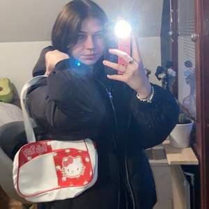 en gullig hello Kitty handväska, köpt på plick men inte använt så mycket, fint skick!!