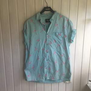 Ball skjorta jag fått som present, köpt i London. Sparsamt använd. Slim XL.
