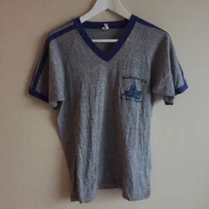 t-shirt från beyond retro, använd en gång. köparen betalar frakt.
