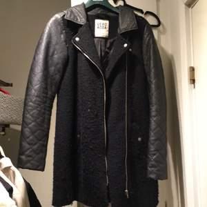 Jättefin kappa som fungerar perfekt till höst/vintern.