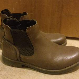 Mint condition Chelsea boots perfect for both winters and autumn