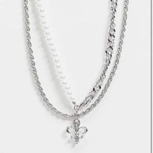 Riktigt coolt halsband, aldrig använt köpt från asos. Pris kan diskuteras. Köparen står för frakten annars funkar det att mötas i uppsala.