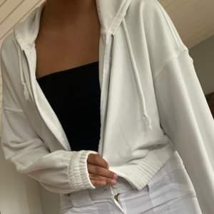 En zip hoodie som kommer från ginatricot. Storlek s