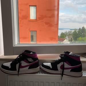 Nu säljer jag en av mina favvo skor! Dom är i bra skick och är i storlek 39!!
