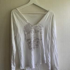 Säljer min fina Zadig Voltaire tröja. Den är så fin och enkel och passar till allt! Älskar den! Hör av er🤗