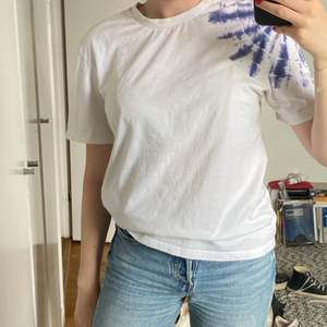 Simpel t-shirt från &otherstories i storlek 34✨ 80 kr exklusive frakt!