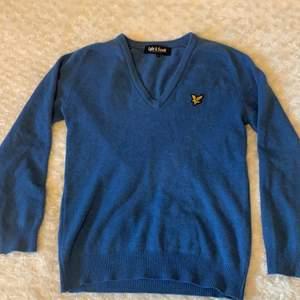 Säljer en Lyle & Scott tröja som är använd ett fåtal gånger, inga defekter eller fel på den!💕  Storlek L men skulle säga M eller en större S💗