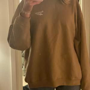 Jättefin äkta sweatshirt i helt nytt skick. Mysig och matchar till det mesta