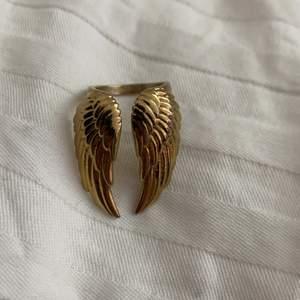 Intressekoll på min fina ring från Edblad finns inte o köpa längre! Storlek 17:50 😍❤️