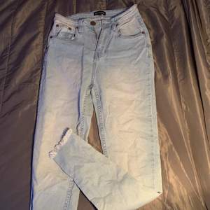 Blåa jeans från prettylittlething                                           Aldrig använda!