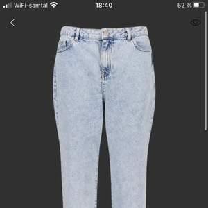 Säljer dessa fina petit jeans från boohoo. Säljer på grund av att de inte går till nån användning längre. Köparen står för frakt🤎