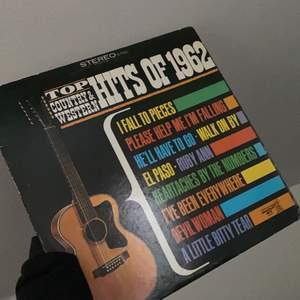 Vinyl skiva köpt på secondhand. Kan posta eller mötas upp i Södertälje.
