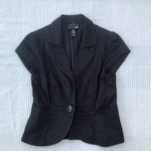 Kostymväst / skjorta. Storlek 36 men passar också 34. 100kr + frakt 💓