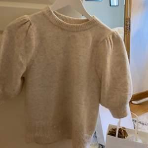 Säljer denna tröja från H&M som inte finns att köpa längre.